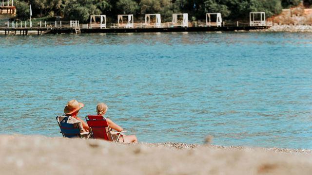 cam berraklığında bir deniz: akvaryum koyu